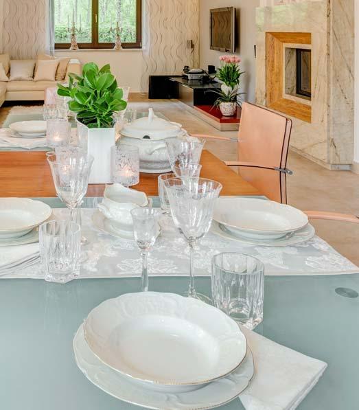 Dukat bord med glasskiva